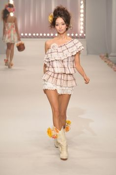 Liz Lisa Tokyo - Spring Summer 2011 Ready-To-Wear - Shows - Vogue. Fashion Week, Runway Fashion, Style Fashion, Summer Outfits, Cute Outfits, Summer Dresses, Japanese Fashion, Korean Fashion, Lisa Japan