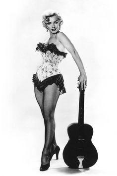 Marilyn Monroe Guitar 8x10 Photograph de FamousFacesPhotos en Etsy https://www.etsy.com/es/listing/245124228/marilyn-monroe-guitar-8x10-photograph
