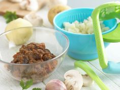 Baby beef stew (that the whole family could eat.) Iron deficiency is a common nutritional problem in early childhood, so introduce your baby to meat Foods High In Iron, Iron Rich Foods, Toddler Meals, Kids Meals, Toddler Food, Toddler Recipes, Baby Meals, Family Meals, Beef Recipe For Baby