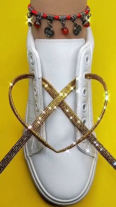Diy Clothes Life Hacks, Diy Clothes And Shoes, Clothing Hacks, Ways To Lace Shoes, How To Tie Shoes, Diy Fashion Hacks, Fashion Tips, Shoe Lacing Techniques, Tie Shoelaces