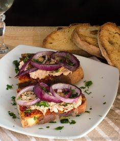 bruschetta-piccante-alla-calabrese-verticale Bruschetta, Healthy Snacks, Healthy Recipes, Brunch, Party Finger Foods, Pizza, Appetisers, Food Humor, Antipasto