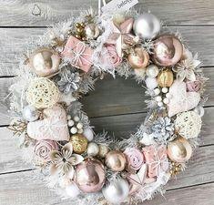 rosa Türkranz für Advent - blush advent wreath - New Ideas Shabby Chic Christmas, Cozy Christmas, Victorian Christmas, Beautiful Christmas, Vintage Christmas, Christmas Crafts, Christmas Ornaments, Christmas 2019, Xmas
