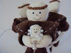 Buque de Santo Antonio com 3 bonecos feitos em feltro que se separam quando a noiva joga  E-mail: madam.arts@gmail.com Tel: (11) 9 8190-2378 / (11) 9 8208-3730 R$65,00