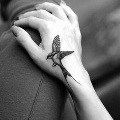 80 Stunning Tattoos by Famous Rob Green - TheTatt Swallow Hand Tattoo, Swallow Tattoo Design, Bird Hand Tattoo, Tiny Bird Tattoos, Mini Tattoos, Body Art Tattoos, New Tattoos, Small Tattoos, Sleeve Tattoos