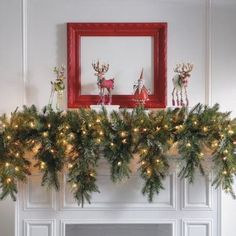 Fireplace Decoration for Christmas Ideas. Christmas is getting closer! Have you thought about celebrating Christmas this year? Perhaps the traditional touch with the Christmas tree, choosin. Christmas Mantels, Noel Christmas, Christmas Balls, All Things Christmas, Winter Christmas, Christmas Wreaths, Christmas Crafts, Christmas Decorations, Vintage Christmas