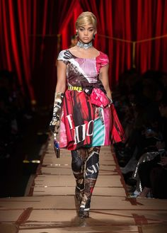 Jasmine Sanders wears printed fit and flare dress from Moschino's fall-winter 2017 collection