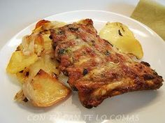 Baked Pork ribs with garlic and potato Pork Recipes, Mexican Food Recipes, Cooking Recipes, Healthy Recipes, Recipies, Guatemalan Recipes, Guatemalan Food, Lunches And Dinners, Meals