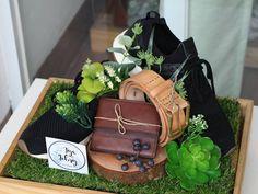 antaran Tya and Febry Wedding Hamper, Wedding Gift Baskets, Wedding Gift Boxes, Wedding Gifts For Guests, Boyfriend Gift Basket, Boyfriend Gifts, Luxury Wedding Decor, Rustic Wedding, Creative Wedding Gifts