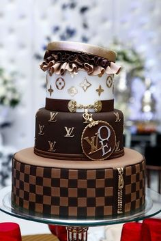 Had to share this Louis Vuitton Cake from (FB) Chocolate Cake :) .its the most elegant chocolate cake I've ever seen! Fancy Cakes, Cute Cakes, Pretty Cakes, Pink Cakes, Unique Cakes, Creative Cakes, Gorgeous Cakes, Amazing Cakes, Louis Vuitton Cake