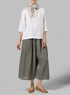 Dark Olive Green Linen Pleated Culottes - Strut your style in this artful designed wide leg pants featuring front pleats creating a magnificent leg line. Best effect after being crumpled.