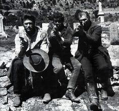 """Clint Eastwood, Eli Wallach and Lee Van Cleef on the set of """"The Good, the Bad and the Ugly"""" Lee Van Cleef, Sergio Leone, Henry Fonda, Clint Eastwood, Eastwood Movies, Music Tv, Film Stills, Series Movies, Old Hollywood"""