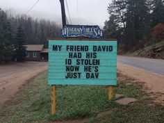 Mom Jokes Discover Indian Hills Community Sign Someone In Colorado Is Putting Out The Funniest Signs Ever And The Puns Are Priceless (New Pics) Puns Jokes, Jokes And Riddles, Corny Jokes, Funny Puns, Dad Jokes, Funny Stuff, Funny Fails, Funny Things, Hilarious Sayings