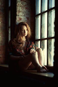 Cuando los amigos se van, los recuerdos se olvidan y las promesas se rompen. Cuando los amigos se van, dejamos un lado los momentos felices y olvidamos lo importantes que eran, cuando los amigos se van. Se borra el recuerdo de su ronrisa y el tono de su vos, solo nos queda una cosa el silencio de su ausencia y la caricia dela soledad.  Cuando lo amigos se van...