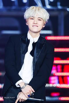 Min Yoongi Suga His smug little smile when he stopped rapping in the middle of the song to show haters that BTS performs live Suga Suga, Jimin, Min Yoongi Bts, Min Suga, Bts Bangtan Boy, Bangtan Bomb, Jhope, Namjoon, Taehyung