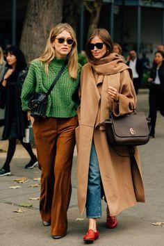 Winter Street Style / Winter Coats / / Pint… – Fashion and Street Styles on Internet Street Style Outfits, Mode Outfits, Chic Outfits, Winter Outfits, Fashion Outfits, Street Style 2018, Holiday Outfits, Dress Fashion, Dress Outfits