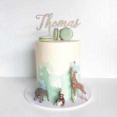 Safari cake for little Thomas who turned one 🐒🦒🐘🌳 (design cred . Jungle Safari Cake, Jungle Birthday Cakes, 3rd Birthday Party For Boy, Jungle Theme Cakes, Toddler Birthday Cakes, First Birthday Winter, Safari Theme Birthday, Cake Table Birthday, Safari Cakes