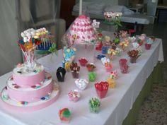 A esta mesa dulce que han preparado en Dulce Diseño Ciudad Real no le falta de nada. ¿Por dónde empezaríais?