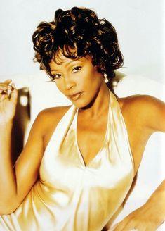 Whitney Houston Wedding, Whitney Houston Pictures, Houston Beach, Beverly Hills, Bombshell Beauty, Face Photography, Rock Concert, Celebs, Celebrities
