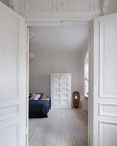 The molding above the door would be so great above a closet!