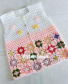 Baby Knitting Patterns, Baby Patterns, Flower Patterns, Crochet Patterns, Crochet Beach Bags, Crochet For Kids, Baby Boy Vest, Gilet Crochet, Embroidery Flowers Pattern