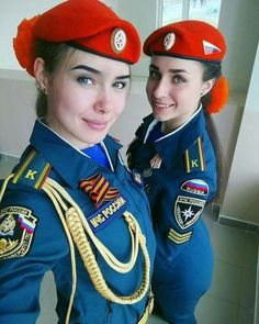 However, it is undeniable that wear a uniform that makes a person look more attractive. Here are 3 possible scientific explanations: Idf Women, Military Women, Female Cop, Female Soldier, Mädchen In Uniform, Military Girl, Warrior Girl, Girls Uniforms, Madame