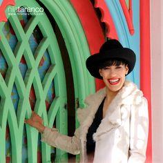 Sombrero de fieltro negro adornado con cadena metálica plateada y cuero negro #nilatarancodesign #hats #sombreros #handmade #hechoenespaña #lunesdiferente