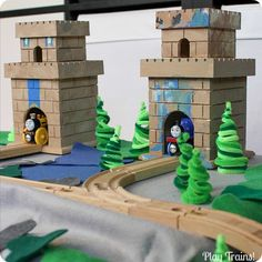 DIY Wooden Toy Castles for Trains -- Thomas & Friends King of the Railway - Play Trains!