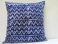 Throw Pillow Cover 17 x 17 18 x 18 Batik Print Tie por AddisonMade