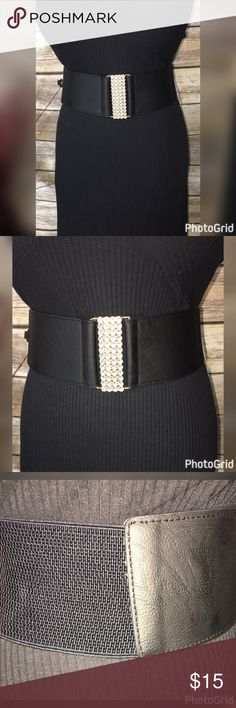 """NEW RHINESTONE BAR ELASTIC BELT M/L 3"""" WIDE!! THIS BEAUTIFUL BELT IS BLACK AND HAS AN ELASTIC SIDE AND BACK WITH A RHINESTONE BAR ACROSS THE FRONT WITH CLASP!!  PERFECT TO WEAR WITH DRESS, SWEATER OR TUNIC! GORGEOUS IN 2 SIZES!!  MEASUREMENTS M/L WIDE-3"""" LENGTH-31""""-48"""" Rainbow Accessories Belts"""