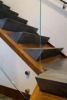 Modern home with Staircase, Glass, and Concrete Tread. Photo 32 of Taphouse Modernes Haus mit Treppenhaus, Glas und konkretem Schritt. Stair Handrail, Staircase Railings, Stairways, Staircase Glass, Staircase Ideas, Spiral Staircases, Interior Stairs, Interior Architecture, Stairs Architecture