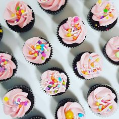Cupcakes: mini cupcakes with Sucre Sprinkles. Mini Cupcakes, Sprinkles, Party Time, Frost, Treats, Desserts, Sweet Like Candy, Tailgate Desserts, Goodies