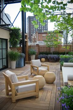 This is very chic and like the different angles in the decking adds interest repined by www.claudiadeyongdesigns.com