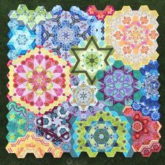 Have you seen this incredible #EPP quilt designed by @katja_marek? Its a part of just one of SEVEN quilt-alongs hosted by Martingale authors - all going on right now! Check our Stitch This! blog today for QAL details. #quiltalong #thenewhexagon #thenewhexagonmillefiorequiltalong by martingaletpp