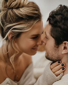 How to prove and fight online dating and romance scams. Love Couple, Couples In Love, Romantic Couples, Couple Goals, Romantic Mood, Romantic Photos, Couple Posing, Couple Shoot, Couple Photography