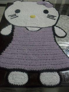 tapete de barbante Hello Kitty confeccionado a mão R$ 100,00