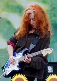 Bonnie Raitt plays a mean slide guitar. I don't care who you are - it doesn't get much better.