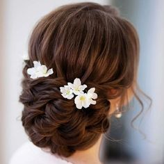 Beautiful Updo Wedding Hairstyles to Complement Your Wedding Dress Wedding Hairstyles to Complement Your Wedding Dress – The perfect bridal hairstyle for your wedding day to complete your look + accompanying veil Veil Hairstyles, Wedding Hairstyles With Veil, Wedding Hair Pins, Short Wedding Hair, Wedding Hair And Makeup, Wedding Updo, Braided Hairstyles, Trendy Wedding, Wedding Vows