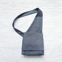 Sling Bag Sling Bag Schnittmuster The post Umhängetasche & Sew Inspiring appeared first on Sling bags . Sewing Patterns For Kids, Bag Patterns To Sew, Sling Bag Patterns, Mochila Jeans, Bag Sewing, Bag Pattern Free, Lining Fabric, Messenger Bag, Pouch