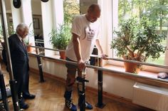 Man With Severed Spinal Cord Walks Again After Cell Transplant | IFLScience