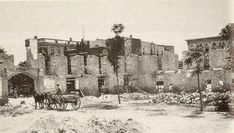 1910 Ruins of the Alamo Convento. Interior view of the convento's SW corner during removal of demolished Grenet superstructure. Old West Photos, Republic Of Texas, Texas History, Forts, Punisher, Southern Style, Vintage Photographs, Cemetery, San Antonio
