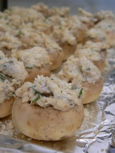 I got this Recipe from my friend Fawn, and they are the BEST stuffed Mushrooms I have ever eaten! The crab and cream cheese compliment each other very well. Finger Food Appetizers, Yummy Appetizers, Appetizer Recipes, Appetizer Ideas, Seafood Dishes, Seafood Recipes, Cooking Recipes, Burger Recipes, Cheat Meal