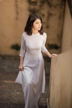 Girl in ao dai ❤️❤️ Vietnamese Traditional Dress, Vietnamese Dress, Traditional Dresses, Ao Dai, Vietnam Girl, Student Fashion, Beautiful Asian Women, Tight Dresses, Asian Woman
