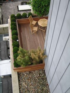 When we finally get a patio put in, would love to do something like this around part of it.