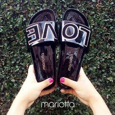 Você tem que ter! Famoso #musthave ! Os chinelos slides estão super na moda! Olha esse que charme com o LOVE escrito em cima! Você vai arrasar! Sem contar o conforto!