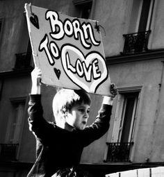 NASCER: Vir ao mundo, provir, ter origem, começar a brotar, resultar, produzir.  AMAR: Ter amor, afeição, ternura, dedicação, devoção a; querer bem, estimar, gostar, apreciar.