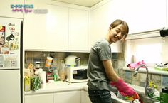 Hate housework? We've got the perfect K-pop cure! http://www.hellokpop.com/list/the-ultimate-kpop-playlist-household-chores-party/