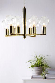 Kattovalaisin metallia. 8 lampulle. ø 48 cm. Korkeus 33 cm. Läpikuultava…