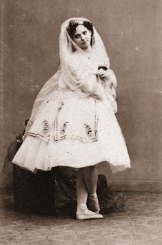 Marie Taglioni - the first woman to dance en pointe :)
