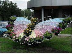 Una preciosa jardinera en forma de mariposa súpercolorida