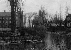 1920-1940. Gezicht op het slot Zuylen te Oud-Zuilen (gemeente Zuilen).  N.B. Het slot Zuylen behoort sinds 1 jan. 1954 tot de gemeente Maarssen.